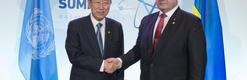Secretary-General Ban Ki-moon meets with H.E. Mr. Petro Poroshenko, President of Ukraine  at the sideline of the Nuclear Security Summit.